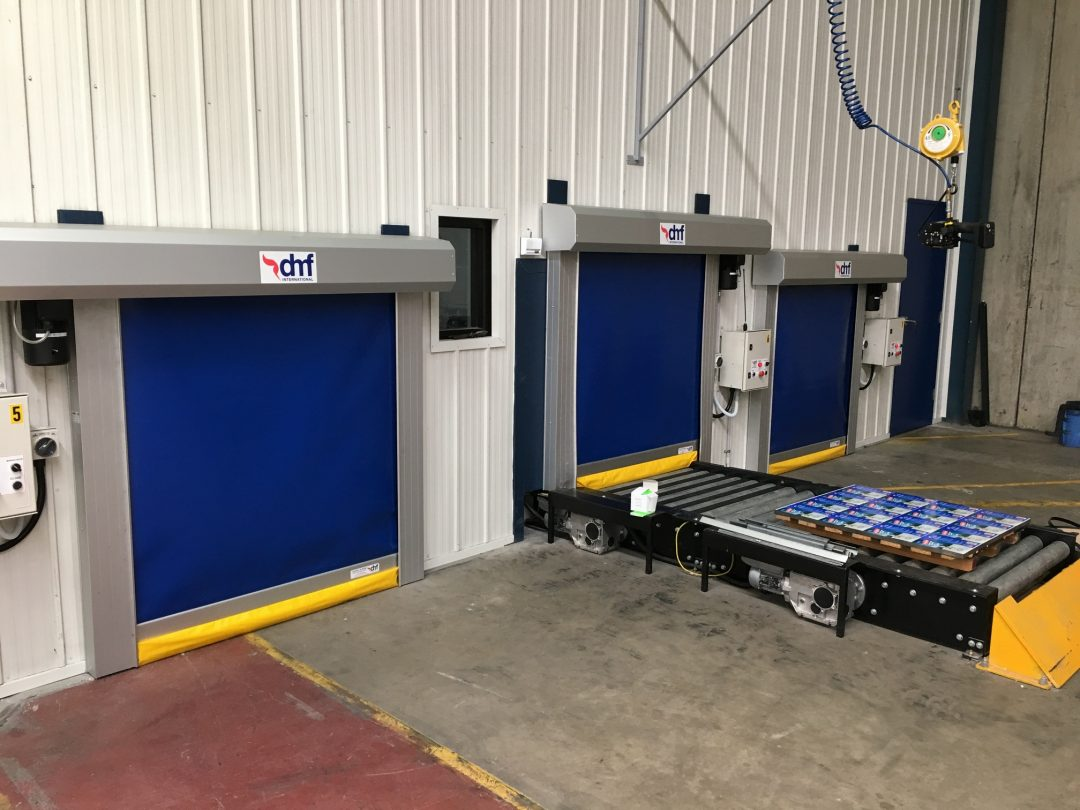 Rapid roll doors for conveyors