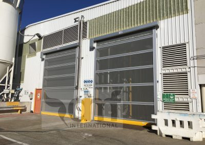Rapid screen roll doors