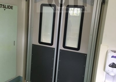 Hospital traffic doors with adjustable blinds
